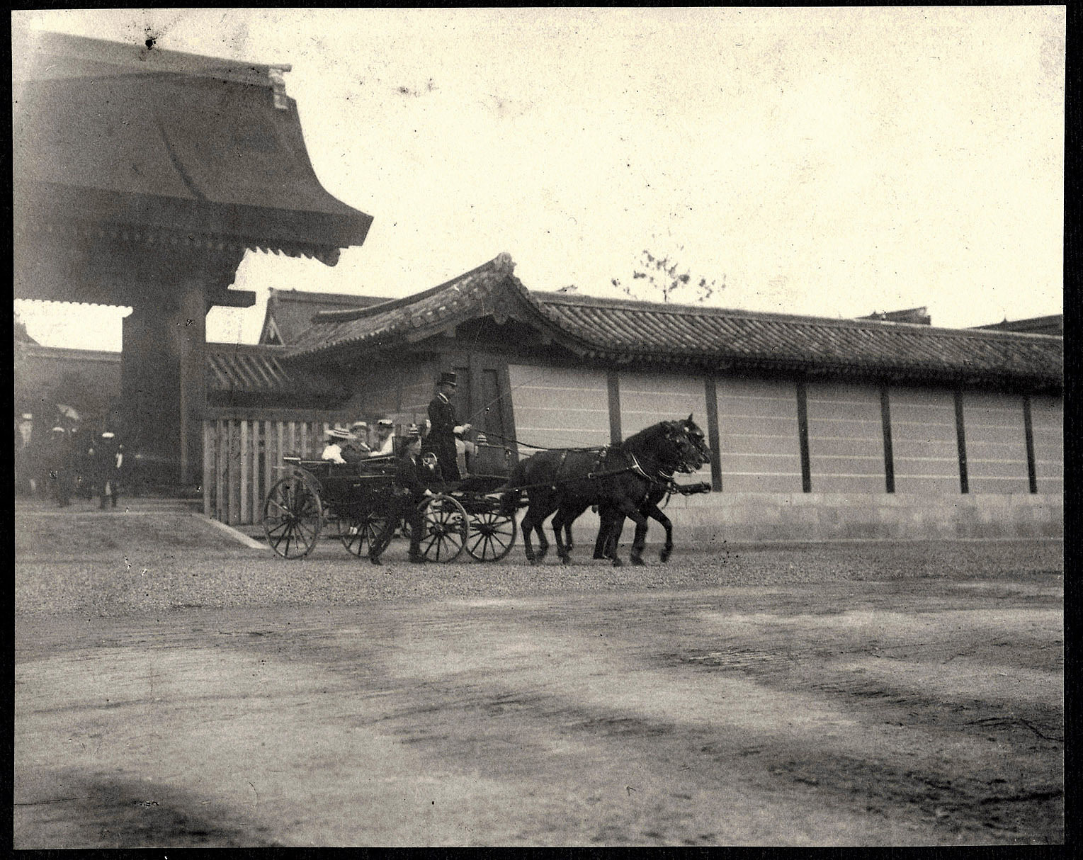 William H. Taft, Alice Roosevelt, and Nagasaki Michinori in a carriage leaving the Imperial Palace