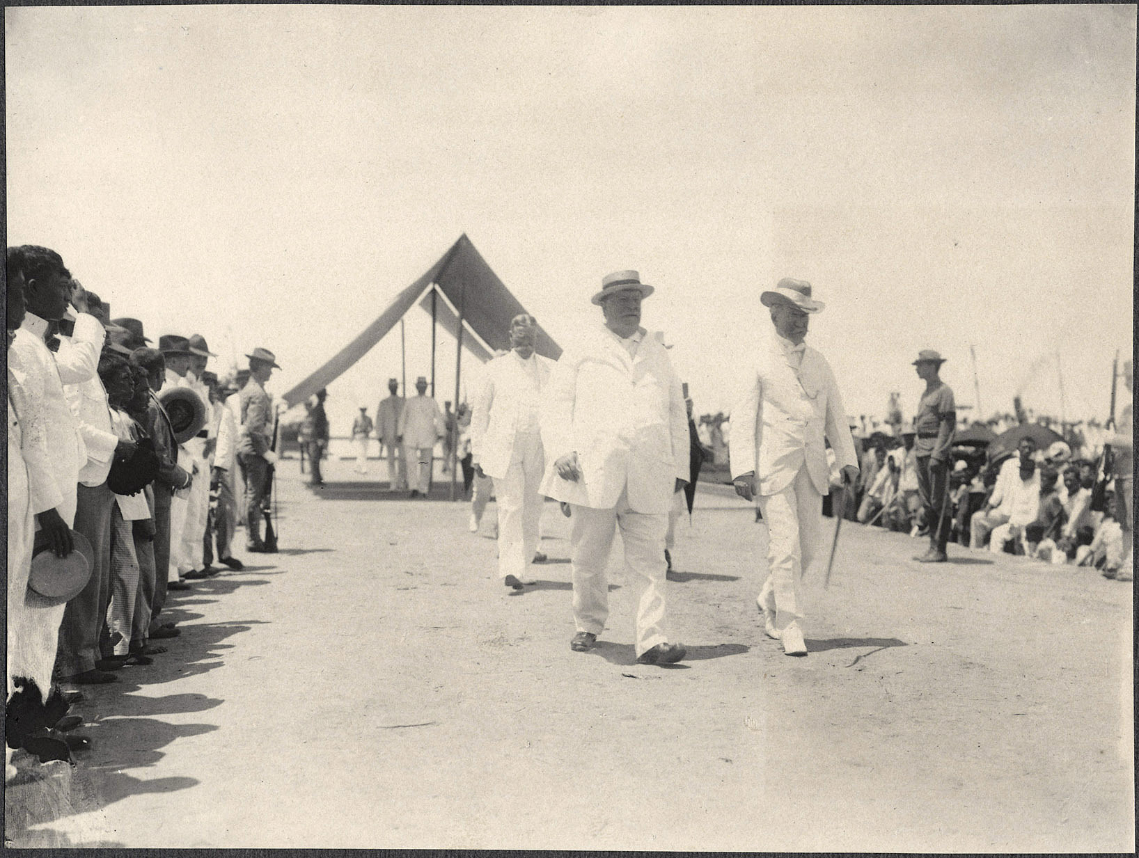Cebu: William H. Taft arrives