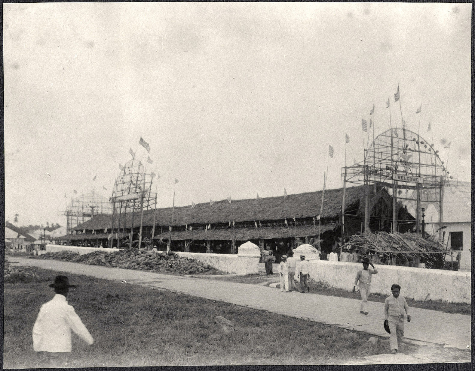 Long building with decorations, possibly Legazpi
