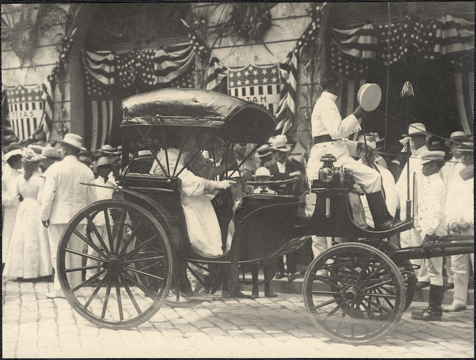 Manila: Carriage carrying Alice Roosevelt in front of the Ayuntamiento de Manila draped with American flags