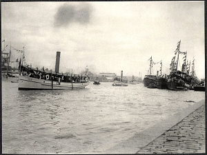 Manila: Launch from the SS Manchuria arriving on the Pasig River