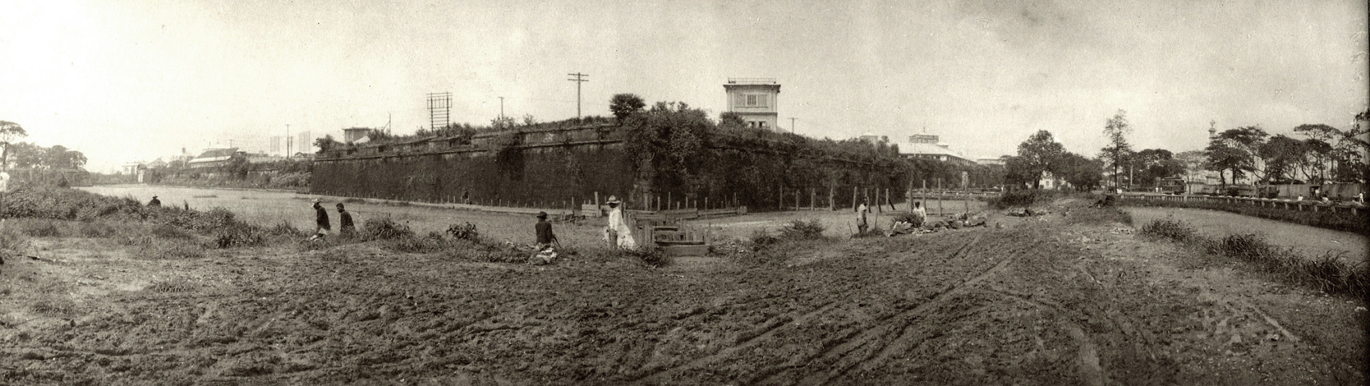 Panoramic view of walls of the Intramuros from the Pasig River side