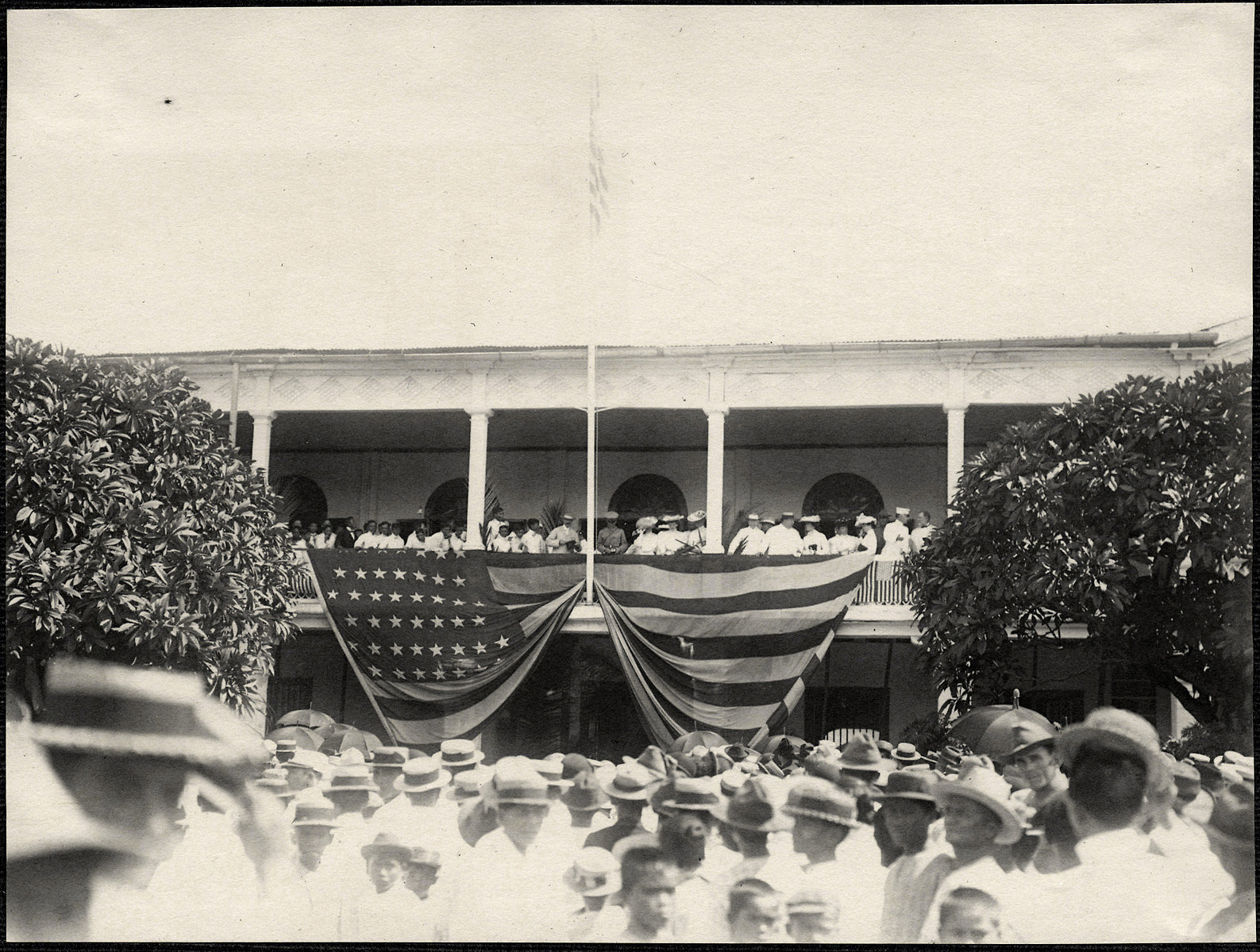 Manila: Americans on a balcony above a crowd