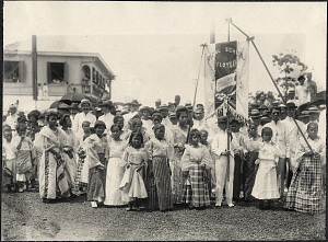 Iloilo City: Young girls with Rizal School banner