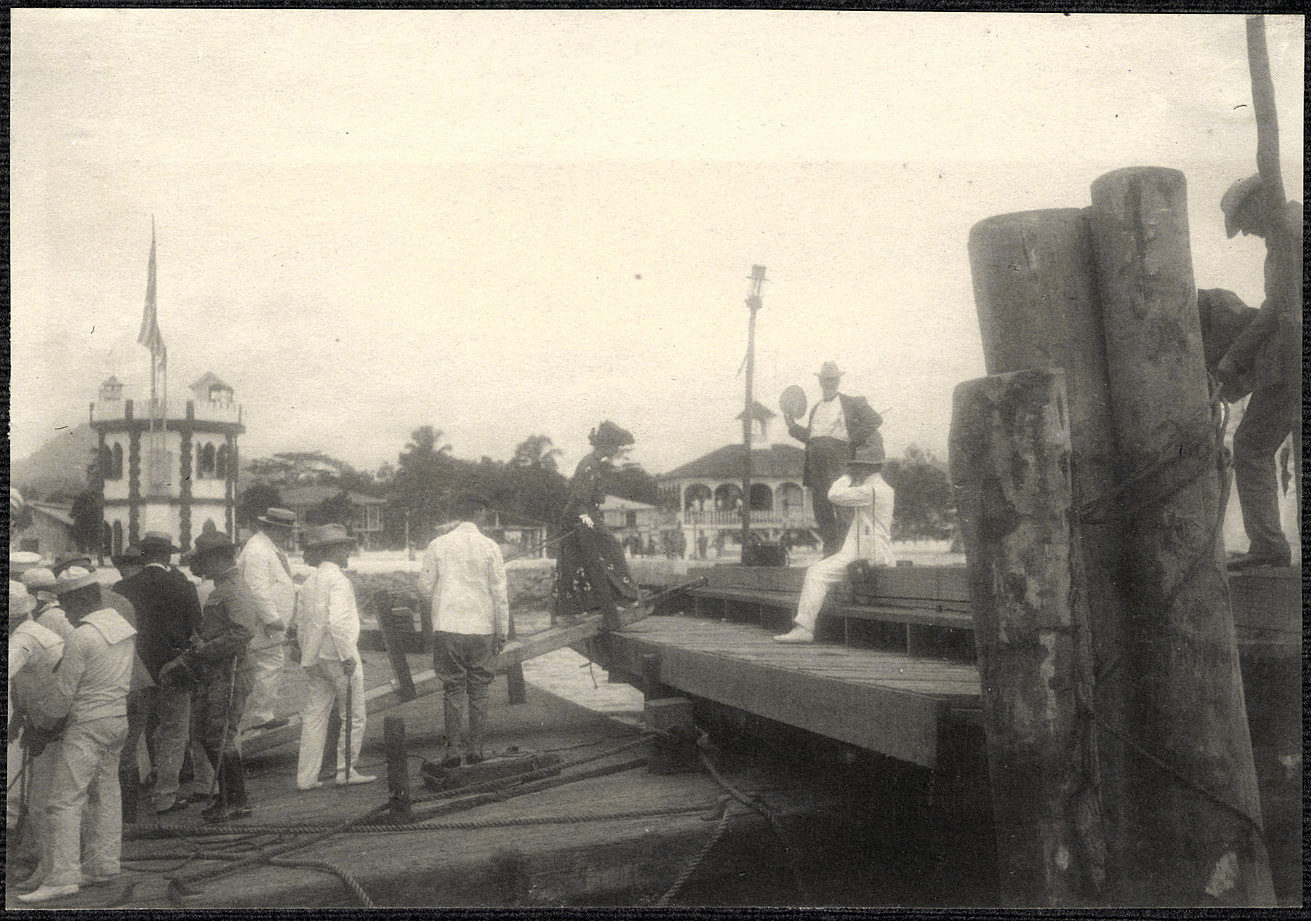 Jolo: Alice Roosevelt steps onto pier upon arrival at Jolo