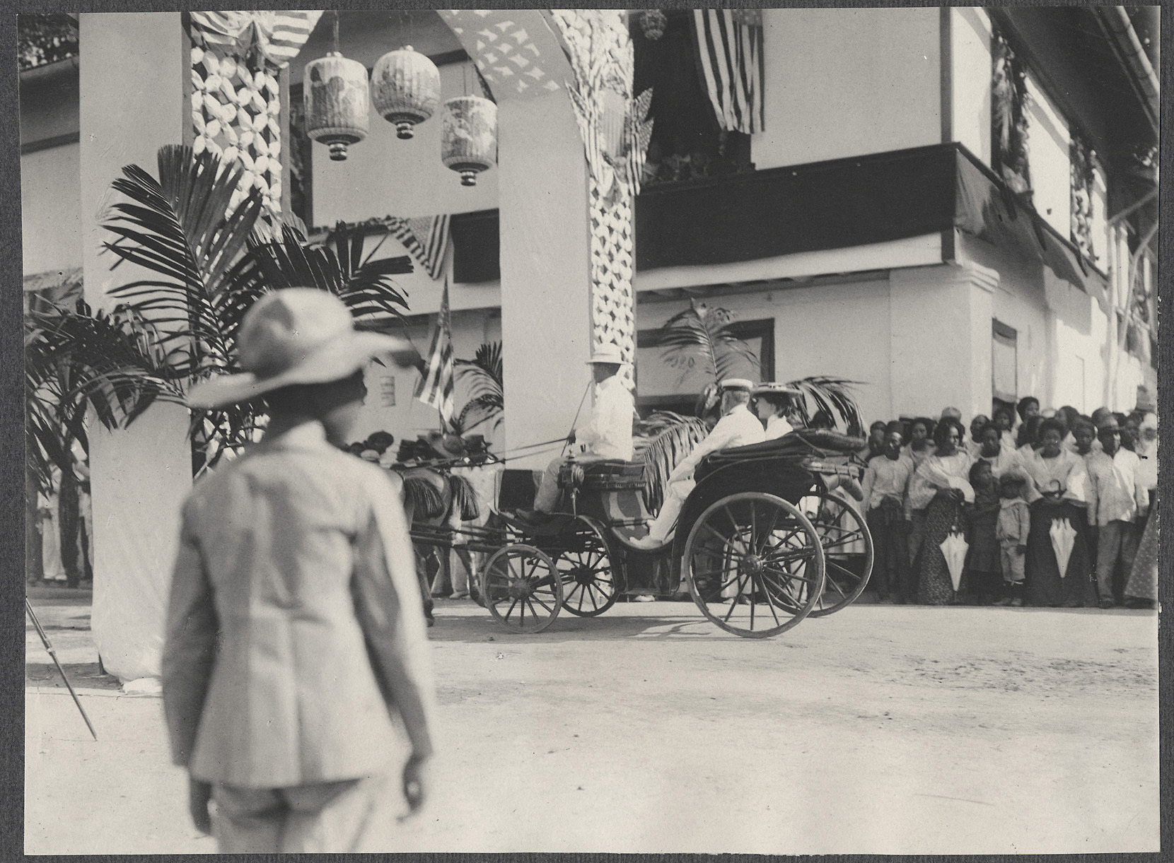 Alice Roosevelt in a carriage passing through a decorative gate, likely in Manila