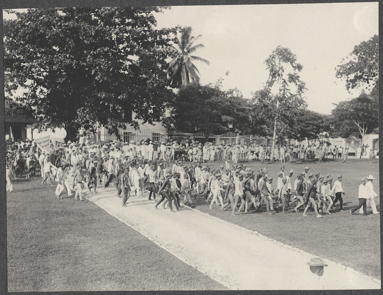 Zamboanga: Moros crossing the Zamboanga parade grounds