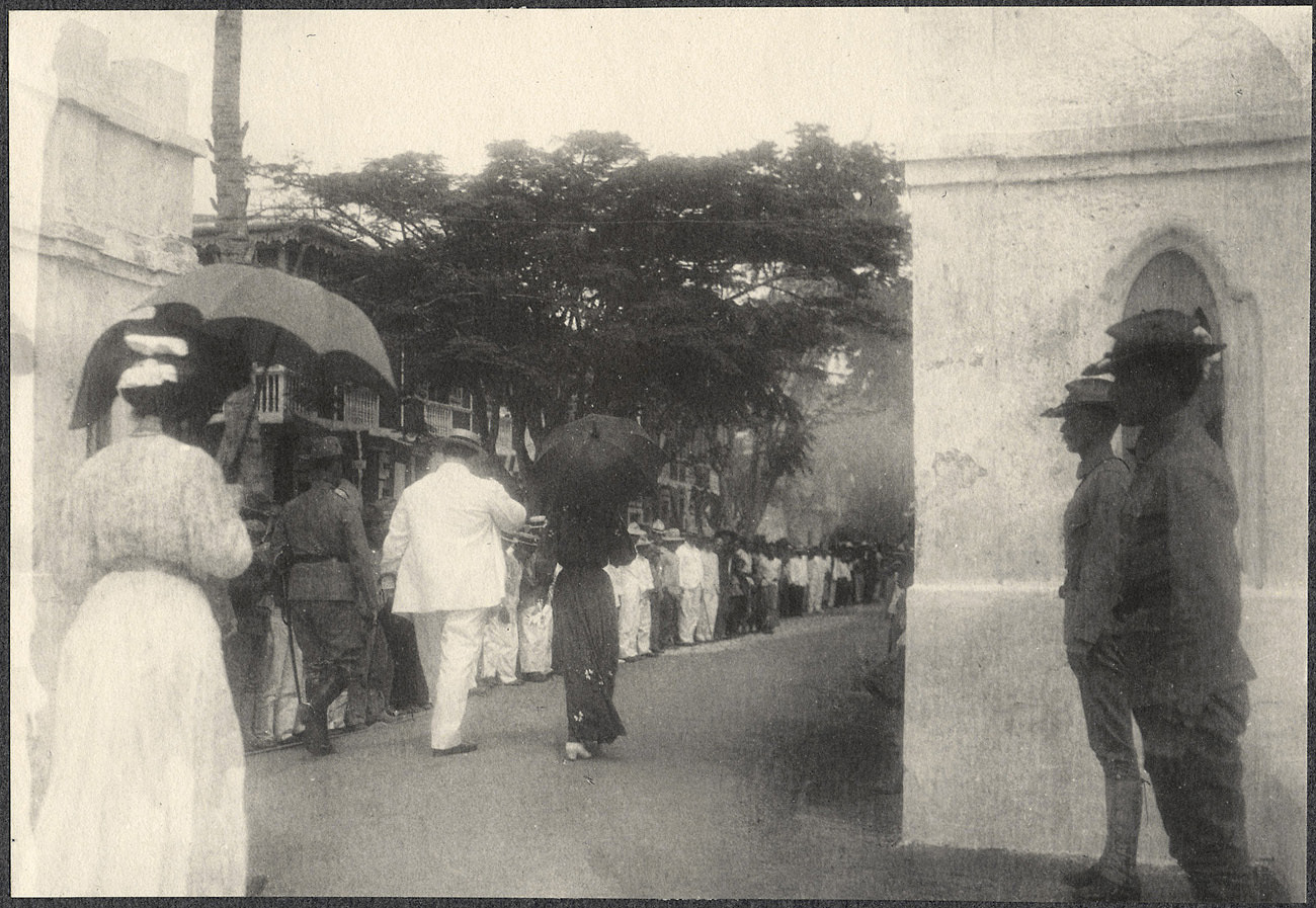Jolo: Willam H. Taft and Alice Roosevelt enter the city