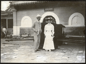 Beijing: Alice Roosevelt with American Minister to China, William Woodville Rockhill, standing in front of two palanquins