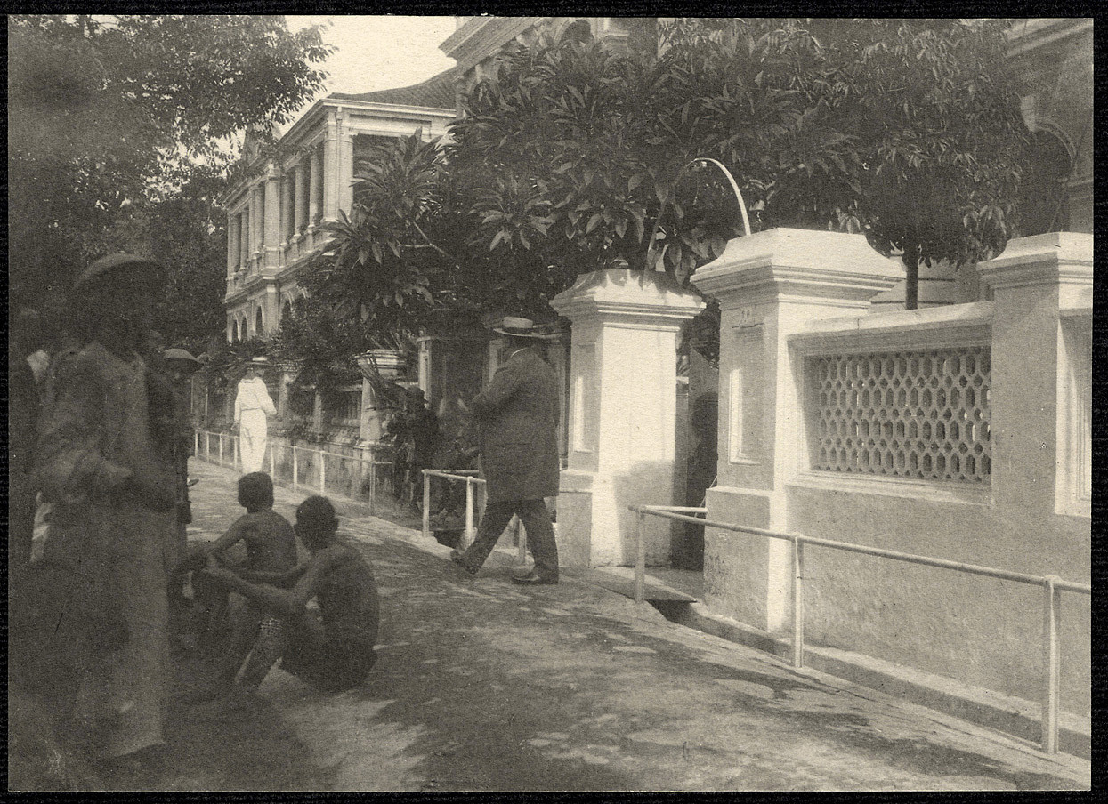 Guangzhou: William H. Taft leaving the American Consulate
