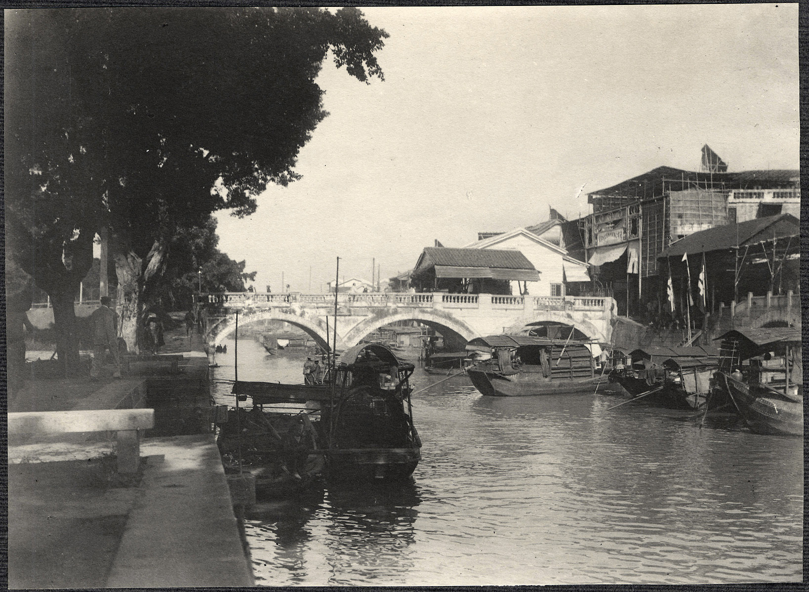 Guangzhou: Bridge connecting British concession on Shamian Island with the city of Guangzhou