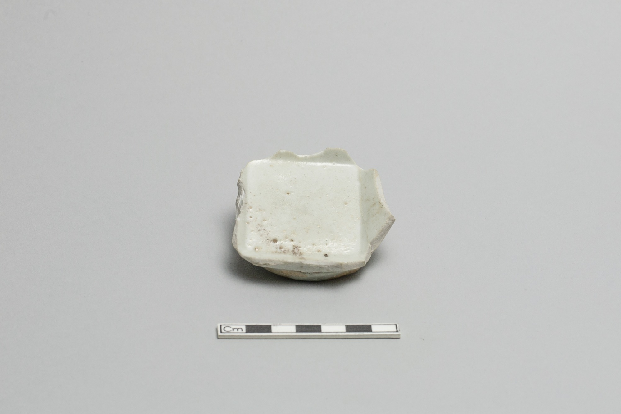 Base of a dish or bowl; square inside
