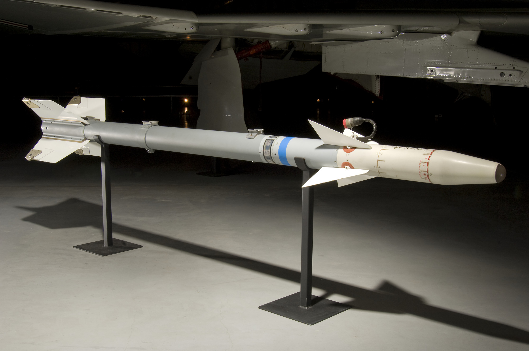 Image of : Missile, Air-to-Air, Sidewinder, AIM 9E