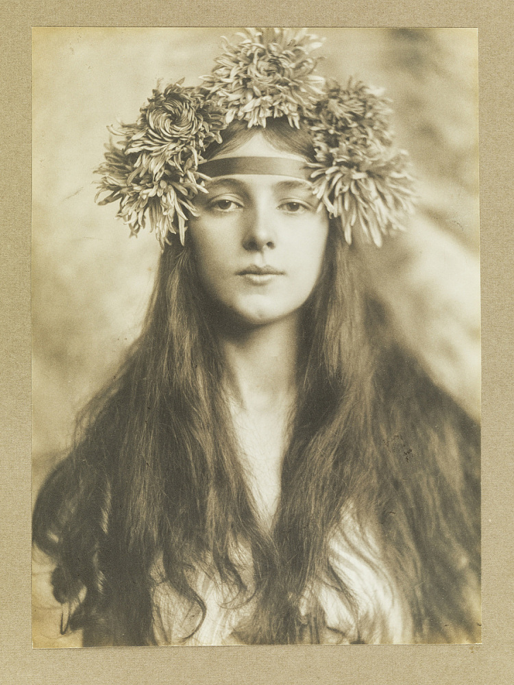 Evelyn Nesbit with Chrysanthemums | National Museum of