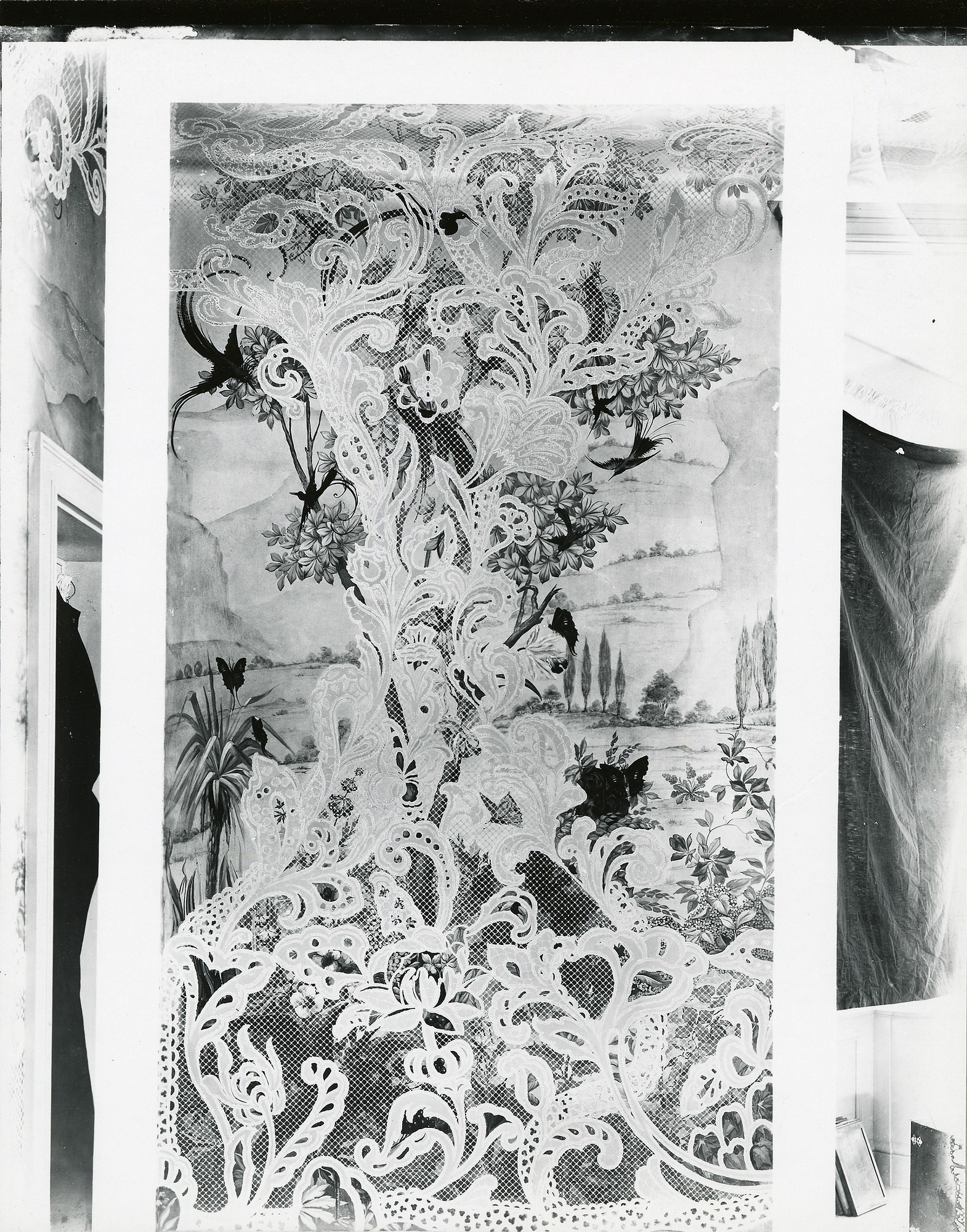 Coe Hall, Bedroom Mural painting / (photographed by Peter A. Juley & Son)