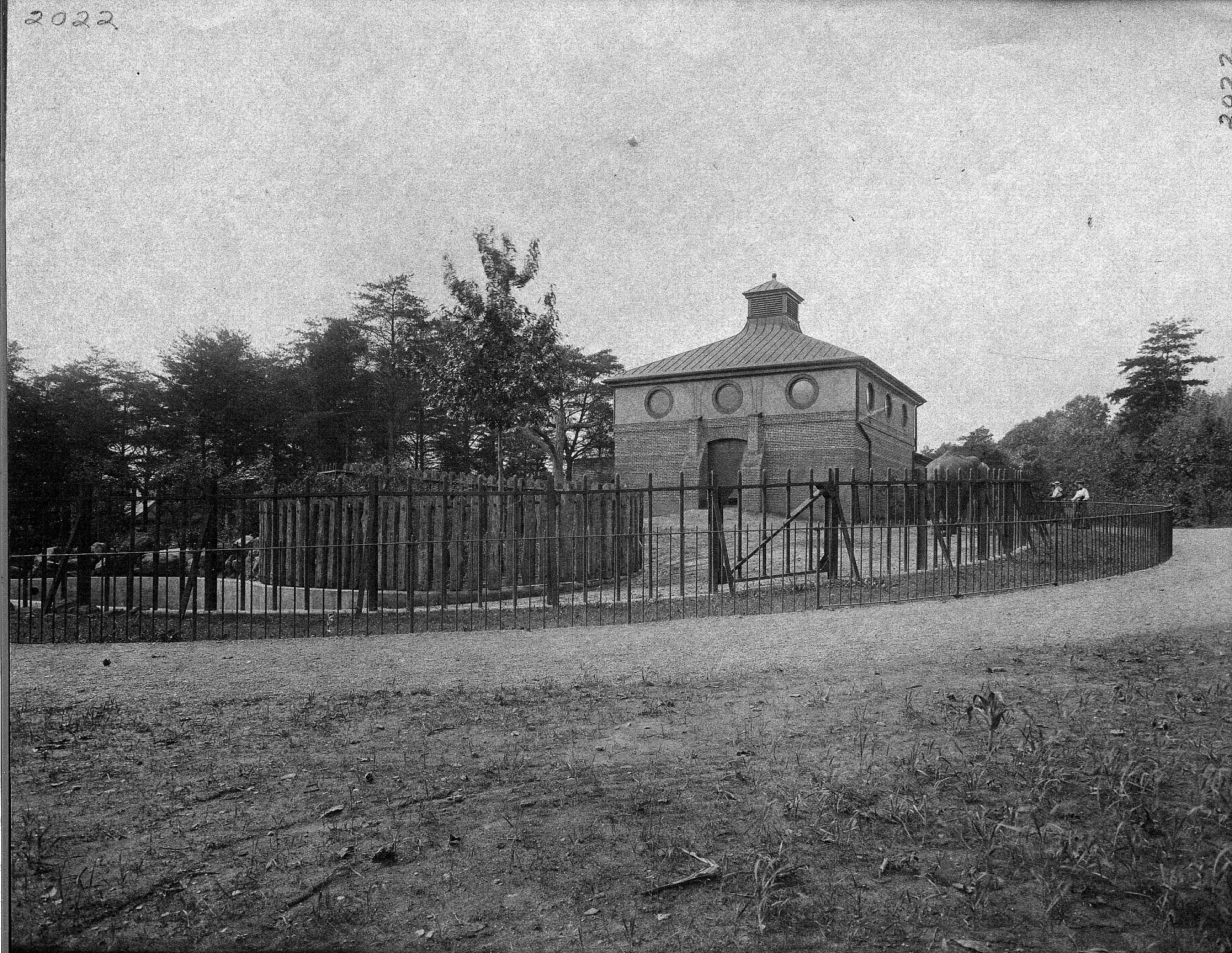 Elephant House, National Zoo, by Unknown, 1903, Smithsonian Archives - History Div, 2002-10618.