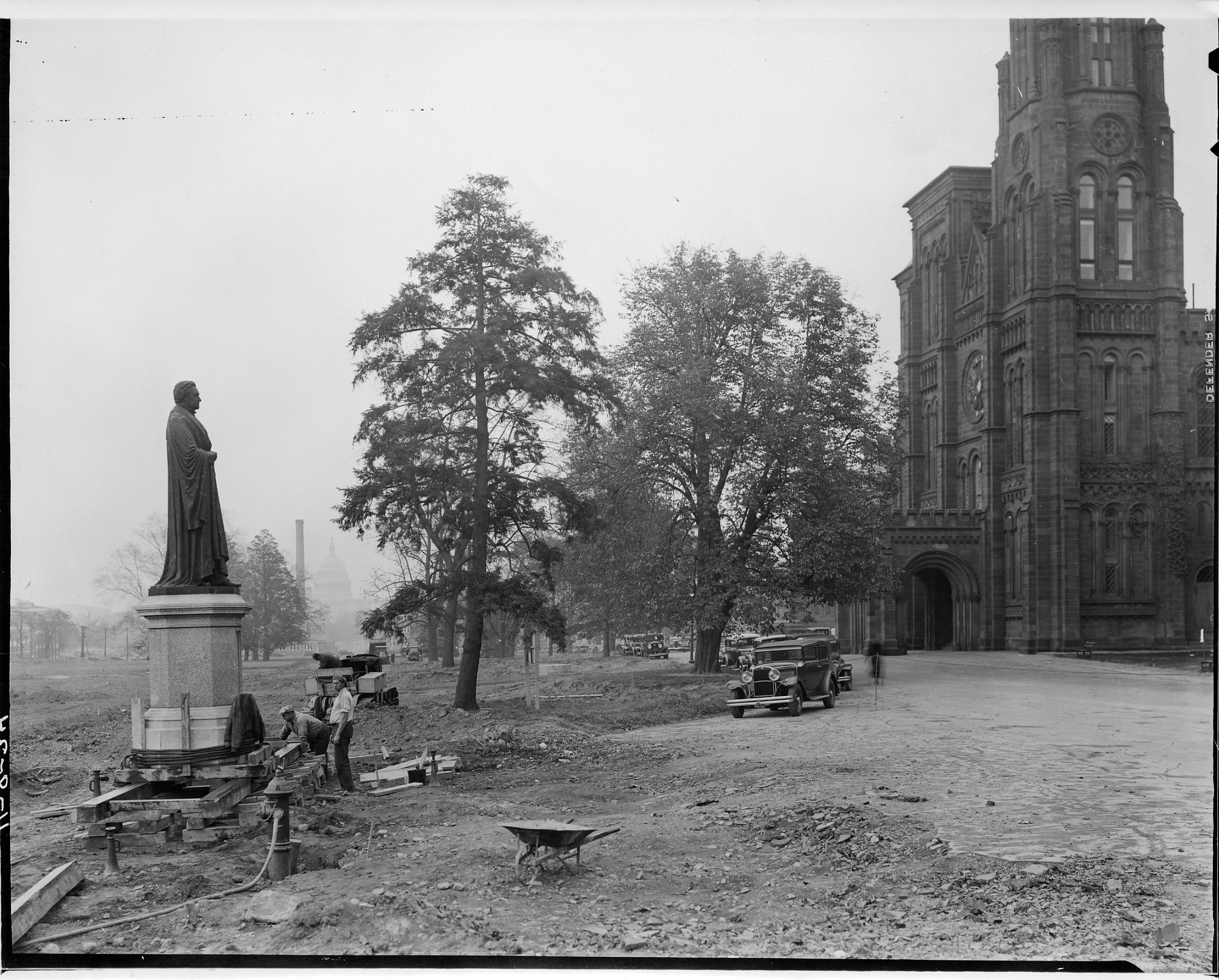 Image of Joseph Henry statue in front of the Smithsonian Institution Building, 1934. Smithsonian Institution Archives, negative number 2002-12163.