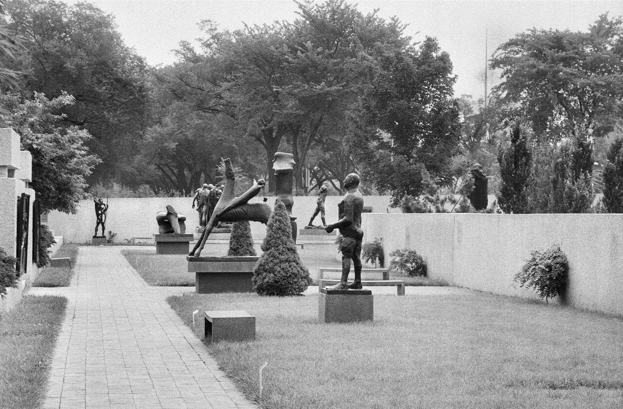 Hirshhorn Sculpture Garden, by Tinsley, Jeff, 1985, Smithsonian Archives - History Div, 85-9180-10.