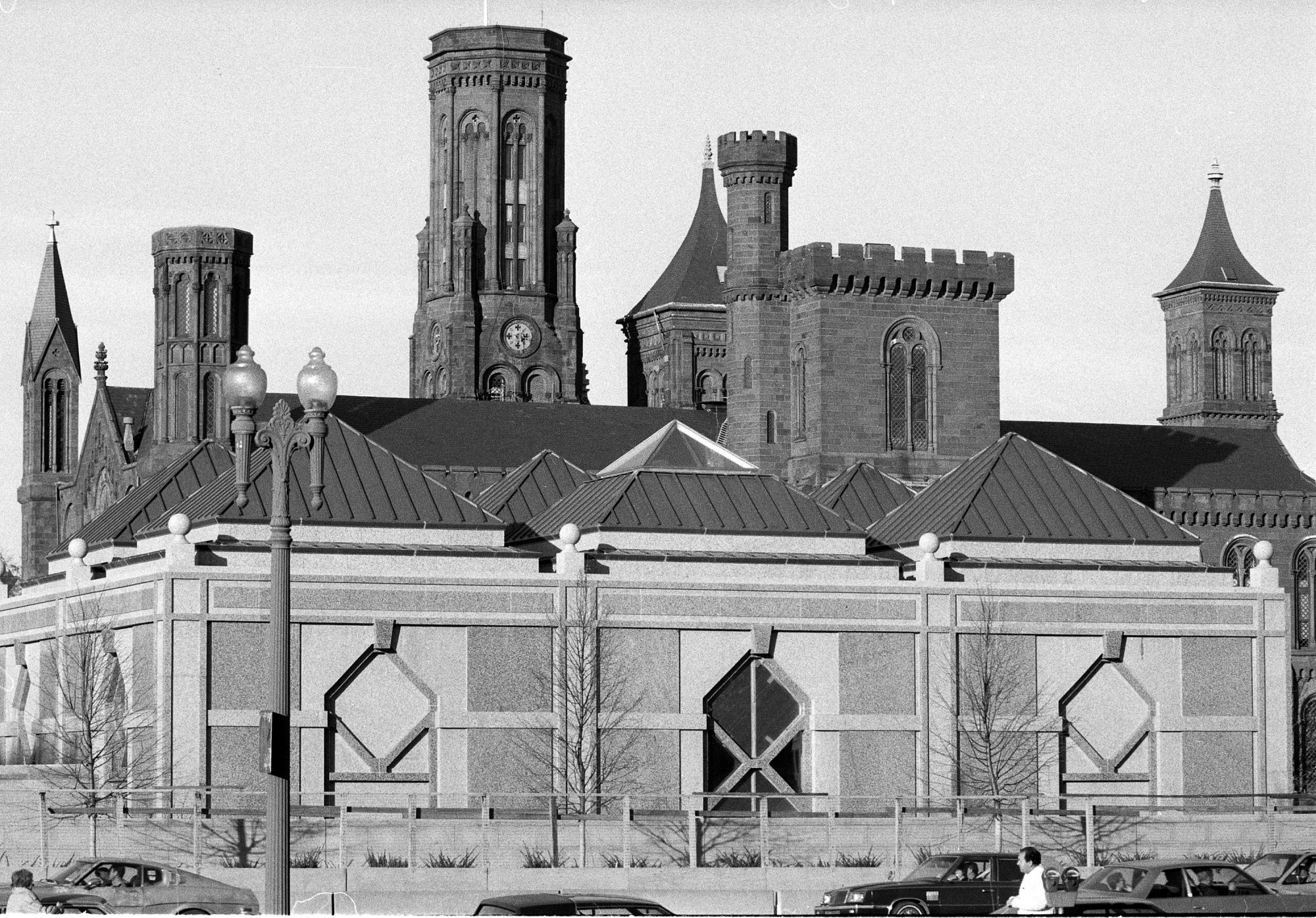 Sackler Pavilion, by Unknown, 1986, Smithsonian Archives - History Div, 86-14688-5 or 86-14688.05.