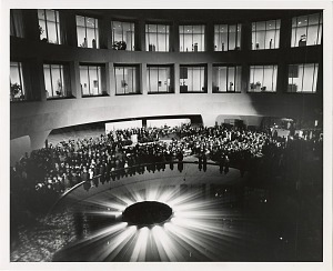 Image of Interior Court of Hirshhorn Museum and Sculpture Garden on Opening Night