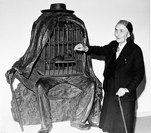 Image of Georgia O'Keeffe with Magritte Sculpture at Hirshhorn Museum and Sculpture Garden