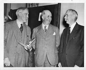Image of (left to right) Robert Williams Wood (1868-1955), William Henry Bragg (1862-1942) and Charles Greeley Abbot (1872-1973)