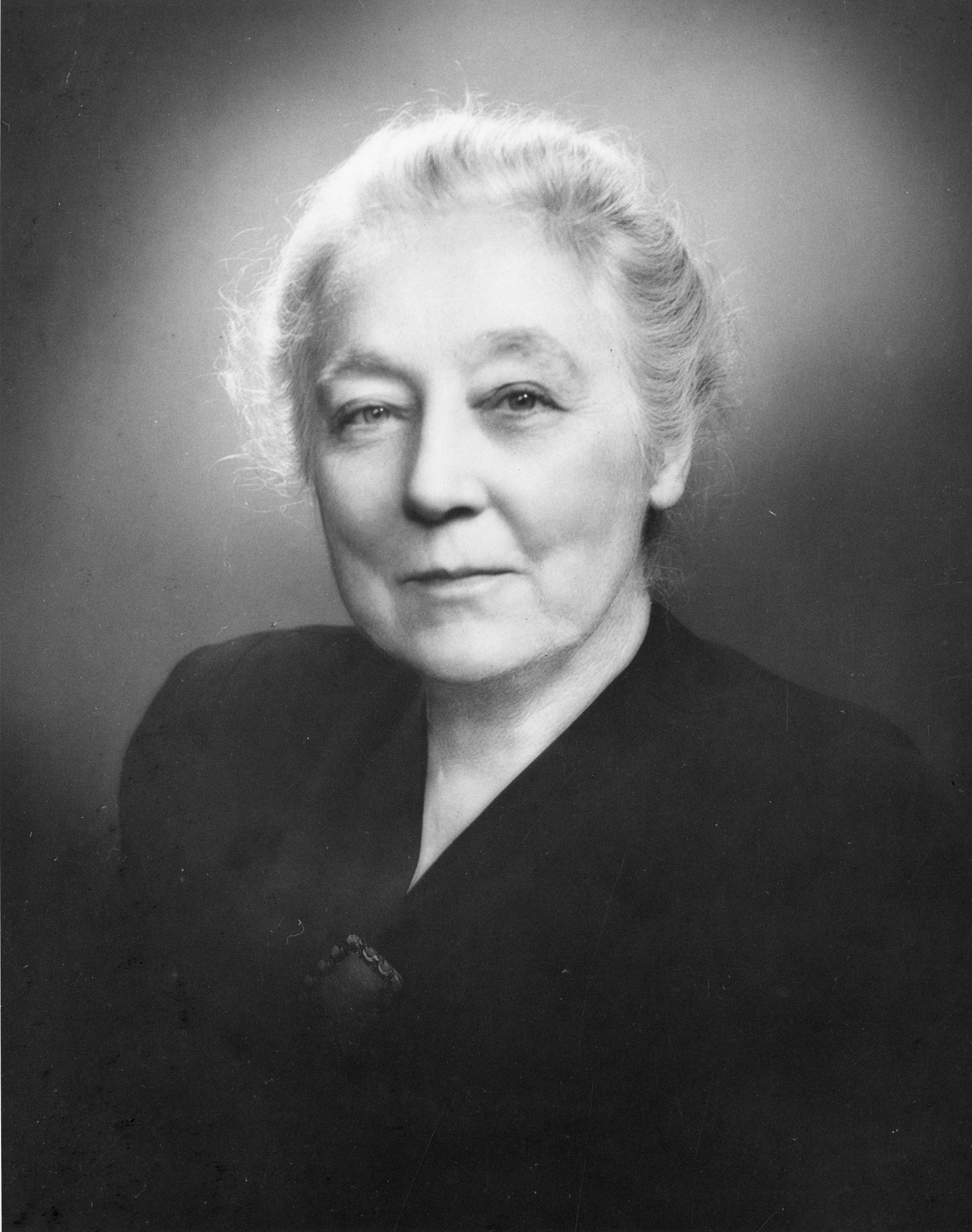 Catherine Macfarlane (1877-1969), 1940, Smithsonian Institution Archives, SIA Acc. 90-105 [SIA2008-5682].