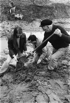 Preview of Ted Park, Barbara Munford, and Richard Efthim at Mammoth Skeleton Site, 1982