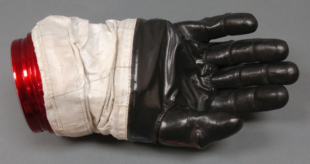 Glove, Right, A7-L, Intravehicular, Apollo 11, Armstrong, Flown