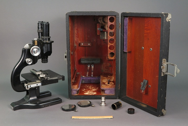A microscope used by New York Health Department milk inspectors