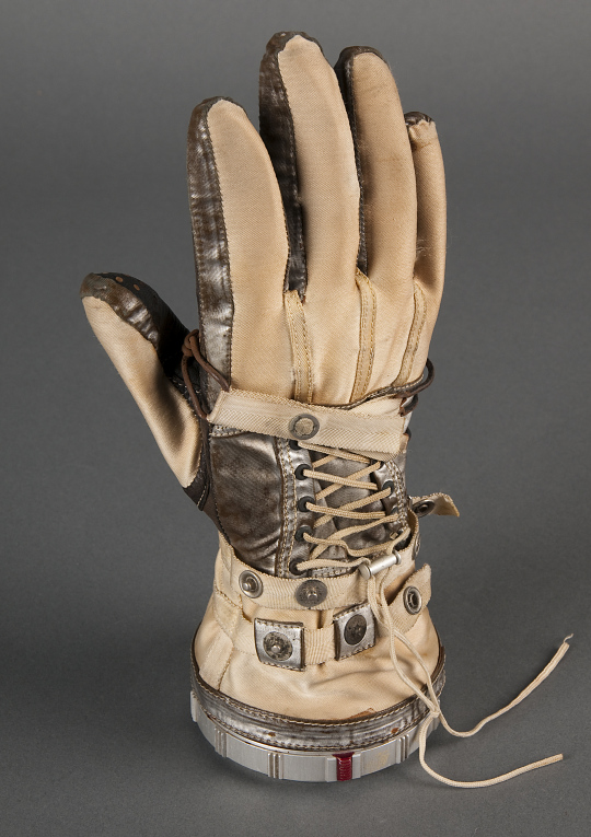 Glove Right, Mercury, Slayton, Training