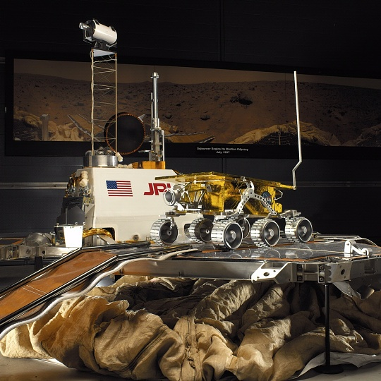 Mars Pathfinder Lander and Sojourner Rover at the Udvar-Hazy Center