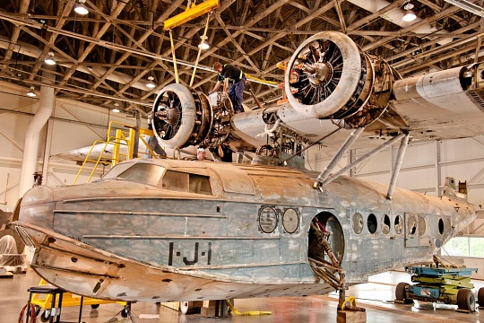 Sikorsky JRS-1 Assembly - Mounting the Right Engine