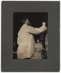 John Singer Sargent painting a portrait