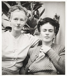 Photograph of Emmy Lou Packard and Frida Kahlo in Coyoacan, Mexico