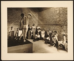 Students in a life class at the Stone City Colony and Art School