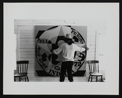 Photograph of Robert Indiana with Decade Autoportrait 1969 (72 in.)