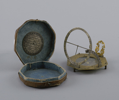 Traveling sundial and compass