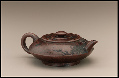 Yixing ware teapot with false mark of Gong Chun