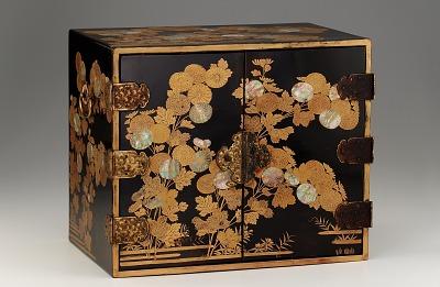 Kodansu (small cabinet)