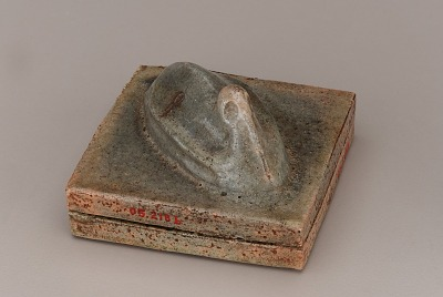 Square incense box with sculpted figure of crane, unknown Raku ware workshop