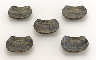 Set of five Utsutsugawa ware boat-shaped dishes with design of waves and reeds