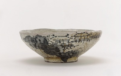 Kenzan style tea bowl with design of mountain retreat