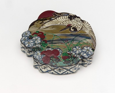 Incense box or seal ink container with design of crane and chrysanthemums for the tenth month
