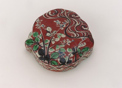 Kezan-style incense container with design of Tama River at Yaji