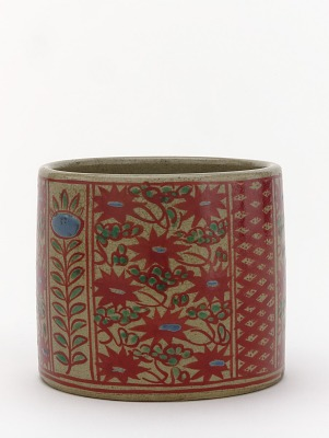 Incense burner with design of flowers and vine scrolls
