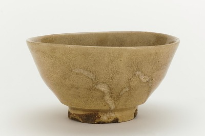 Hagi ware tea bowl in shape of Korean Ido tea bowl