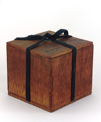 Box with lid for teabowl (not in collection), containing silk bag