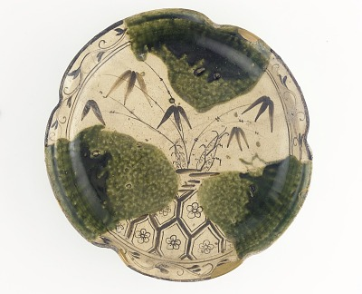 Serving dish with design of