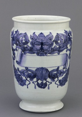 Arita ware drug pot (<em>albarello</em>) with European decoration